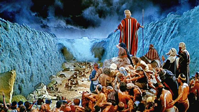Moses closing the sea on the egyptians